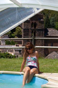 La piscina de nuestro hotel de autor, con la iglesia de Santa María al fondo