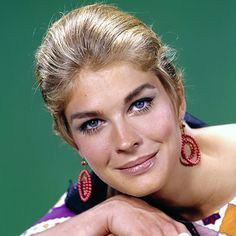 Candice Bergen, here at 19 yr old, dropped out of  University to act & model. 1965