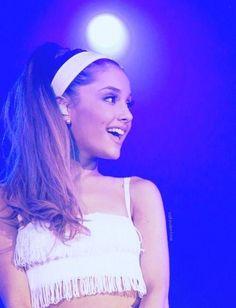 Ari looks great, as usual!... - Ariana Grande Style
