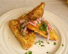 Vajíčka se smetanou nebo mlékem osolíme, opepříme a vidličkou rozšleháme. Toustový chléb potřeme lučinou, poklademe šunkou a plátky sýra,... Ham, Foodies, French Toast, Sandwiches, Tacos, Treats, Breakfast, Ethnic Recipes, Instagram