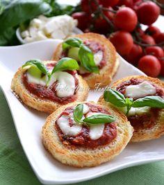 Pizzette di pane tricolore, finger food