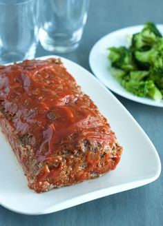 Carb Meatloaf Low Carb Meatloaf - this comfort food favorite is packed with protein, flavor and deliciousness.Low Carb Meatloaf - this comfort food favorite is packed with protein, flavor and deliciousness. High Carb Foods, High Protein Low Carb, Low Carb Diet, Beef Recipes, Low Carb Recipes, Healthy Recipes, Paleo Food, Healthy Meatloaf Recipes, Low Carb Hamburger Recipes