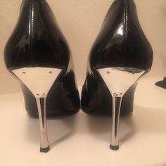These shoes turn heads! super hard to find! Guess Bags, Fashion Design, Fashion Tips, Fashion Trends, Black Patent Leather, Guess Shoes, Clothes For Women, Size 10, Shoes Heels