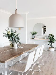 Get inspired by these dining room decor ideas! From dining room furniture ideas, dining room lighting inspirations and the best dining room decor inspirations, you'll find everything here! Dining Table In Living Room, Dining Room Design, Living Room Decor, Small Dining, Dining Tables, Console Table, Design Table, Dining Decor, Patio Dining