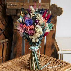 Ramo de novia con flores preservadas y secas de estilo silvestre en tonos fucsia, lavanda, beige.. Floral Bouquets, Floral Wreath, Bridal Bouquets, Wedding Trends, Dried Flowers, Home Crafts, Floral Arrangements, Wedding Flowers, Wedding Centerpieces