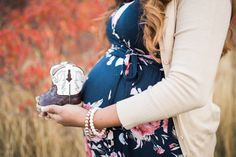 Ideas For Baby Announcement Photography Boots Baby Reveal Photos, Gender Reveal Pictures, Baby Bump Pictures, Baby Announcement Pictures, Cowboy Family Pictures, Country Pregnancy Announcement, Fall Maternity Pictures, Maternity Poses, Maternity Clothing
