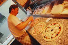 Les nostres pizzes amb una massa singular i ingredients de primera qualitat.  Nuestras pizzas con una massa singular y ingredientes de primera. www.tramontipepcuriel.com #aRoses #incostabrava #visitroses #restaurants