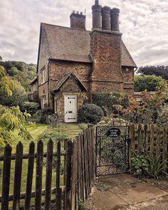 Cottage in Hertfordshire, UK Cute Cottage, Old Cottage, Cottage Homes, Cottage Style, English Country Cottages, English Countryside, Small English Cottage, English Cottage Exterior, English Village