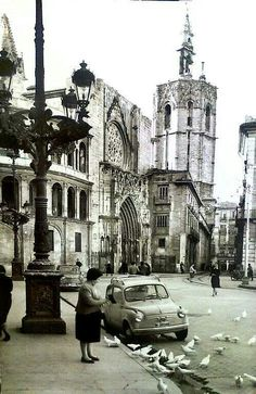 Plaza virgen Barcelona, Madrid, Where To Go, Time Travel, Old World, Animal Crossing, Trip Planning, Old Photos, Street View