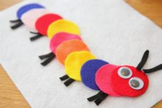 Need a quiet activity to keep the little ones busy? Craft this Felt Caterpillar Play Kit!