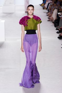 Giambattista Valli Haute Couture Fall 2013 - The Most Gorgeous Haute Couture Gowns for Fall 2013 - Livingly Fashion Week Paris, All Fashion, Passion For Fashion, Runway Fashion, Fashion Show, Fashion Design, Paris Couture, Wedding Pantsuit, Collection Couture