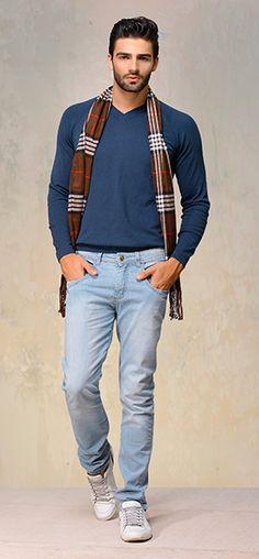 O cachecol deu um look diferente combinado ao Jeans Tatiko's.