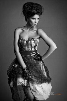 Fashion photo and lighting setup with Strobe and Softbox by Daniel Kaplavka on strobox.com
