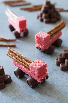 While these trucks may work hard in the real world, kids craft ideas like this are surprisingly simple to bring to life. With a package of wafer cookies and a bag of Rolos, you can help your kids make these Easy Edible Construction Trucks. Held together with frosting, easy crafts like this are just as tasty as they are adorable. Whether your child prefers pink trucks, yellow trucks, or brown trucks, he or she will surely get a kick out of these easy crafts for kids. Just be sure not to eat…
