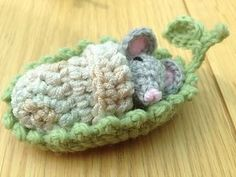 Mouse sleepy head pattern by April Lesley ~ free pattern ༺✿ƬⱤღ https://www.pinterest.com/teretegui/✿༻