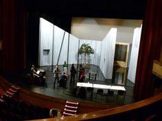 Première répétition sur le plateau de l'Opéra-Théâtre de Limoges pour la nouvelle production de Rigoletto, l'opéra de Verdi, mise en scène de François de Carpentries, direction musicale de Gaetano D'Espinosa. Marco Vratogna interprète le rôle-titre aux côtés d'Anna Simska (Gilda). Représentations du 25 au 27 janvier 2013.