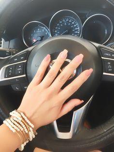Mis lindas uñas en su camioneta