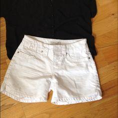 Seven7 white short Great white jeans short , fits great in great condition Seven7 Shorts Jean Shorts