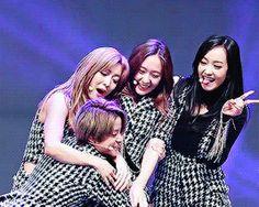 ▪ GIRLS LIKE GIRLS ▪ - ♡ Amber • Krystal ♡ - Página 2 - Wattpad