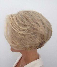 35 stili di capelli corti per over 50 da non perdere per la prossima estate!