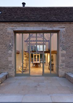 Architecturally striking barn conversion in the Cotswolds - perfect house - Architecture Contemporary Barn, Modern Barn, Modern Farmhouse, Contemporary Building, Contemporary Apartment, Contemporary Furniture, Contemporary Wallpaper, Contemporary Chandelier, Contemporary Office