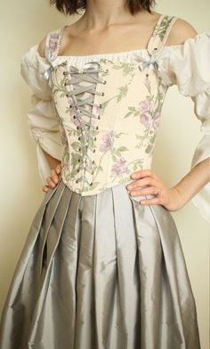 Old Fashioned Clothes : Peasant Bodice Renaissance Corset in Lavender Floral with Adjustable Shoulder Straps MADE TO MEASURE *Limited Edition image 1 Renaissance Corset, Renaissance Clothing, Renaissance Fair Costume, Old Fashion Dresses, Skirt Fashion, Fashion Outfits, Corset Vintage, Vintage Dresses, Pretty Dresses