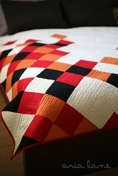 concerto quilt pattern by aria lane Quilting Projects, Quilting Designs, Sewing Projects, Modern Quilt Patterns, Patchwork Patterns, Quilt Modernen, How To Finish A Quilt, Contemporary Quilts, Square Quilt