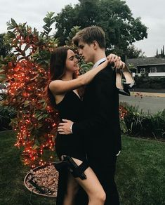 Bailee Madison and Alex Lange More couplegoals at: MissMind Cute Couples Goals, Couples In Love, Romantic Couples, Cute Relationship Goals, Cute Relationships, Couples Halloween, Couple Goals Cuddling, Tumblr Couples, Fotos Goals