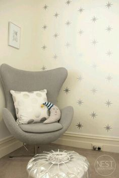 Baby Room Trends 2014 Trend: Stars, everywhere! Bonus points if they are metallic like this nursery accent wall. Star Themed Nursery, Star Nursery, Nursery Themes, Nursery Room, Girl Room, Kids Bedroom, Nursery Chairs, Nursery Ideas, Nursery Neutral