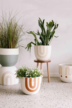 Cool 34 Fancy Diy Painted Plant Pots Design Ideas That Can Create Your Hobbies
