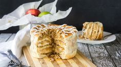 Apple Pie Pizza Cake.......Bring classic apple pie to new heights with this amazing sweet spin on pizza cake!