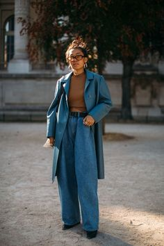 The Best Street Style Looks From Paris Fashion Week Spring 2019 - Fashionista Looks Street Style, Street Style Trends, Looks Style, Looks Cool, Street Style Women, Street Styles, Street Style Suit, Fashion Mode, Look Fashion