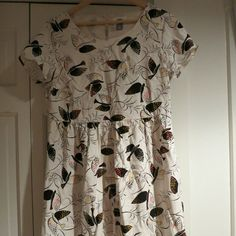 Old Navy printed swing dress Old Navy printed swing dress in white bird print. Size small. Has lining and is not see through. Old Navy Dresses