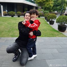 sweetest pic of Dylan Wang on set Meteor Garden Cast, Meteor Garden 2018, F4 Boys Over Flowers, Flower Boys, Pretty People, Beautiful People, Kdrama, Shan Cai, A Love So Beautiful