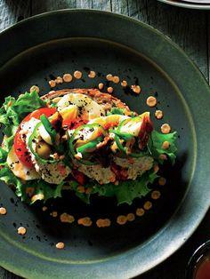 Recipe : タルティーヌ ニソワーズ/ニース風サラダがこんもり。ビジュアルもおなかも大満足。 #レシピ #サンドイッチ