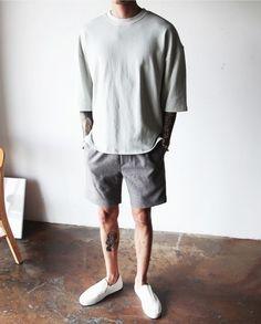 Men's Clothing: 5 Men's Trends Continuing to Roupa de Homem: 5 Tendências Ma. Casual Wear, Casual Outfits, Men Casual, Summer Outfits Men, Fashion Moda, Urban Fashion, Korean Fashion Men, Mens Fashion, Teen Boy Fashion