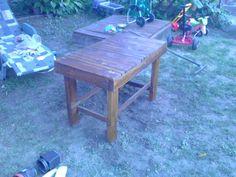 Fenyőfa kerti asztal
