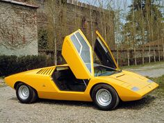 Lamborghini Countach. A body shaped by pure imagination rather than wind tunnel tests. The result haunted many boys dreams around the world, for more than two deacades! (G.)
