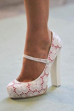 Adorable Lace overlay pumps.