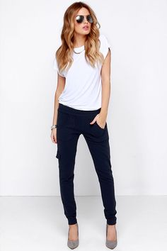 BB Dakota Anza Navy Blue Jogger Pants at Lulus.com! I don't like pants that are baggy at the ankle. I'm too short for that!