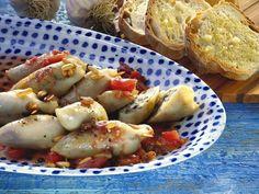 Gefüllte Calamari ist ein Rezept mit frischen Zutaten aus der Kategorie Tintenfisch. Probieren Sie dieses und weitere Rezepte von EAT SMARTER!