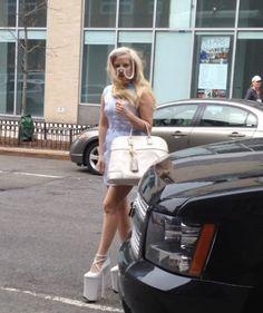 LADY GAGA EL DÍA DE HOY EN NEW YORK. ¿TE GUSTA COMO LUCE?