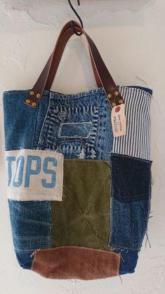 デニムリメイクトートバッグのLサイズ出来ました! | KRM WORKS.の手作り日記 Patchwork Bags, Quilted Bag, Handmade Clothes, Handmade Bags, Handmade Bracelets, Diy Bags Purses, Coin Purses, Diy Clothes Patterns, Jute Tote Bags