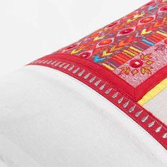 Coussin à pompons en coton 35 x 50 cm OMISHA | Maisons du Monde