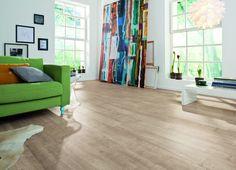 En la decoración de interiores estilo nórdico o escandinavo, apuesta por el suelo laminado en tonos claros