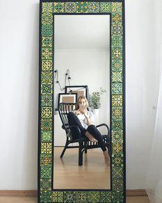 1,786 отметок «Нравится», 62 комментариев — Анастасия Ропало (@anastasia_ropalo) в Instagram: «Одно из любимых зеркал 💚» Diy Garden Decor, Diy Home Decor, Home Decor Furniture, Furniture Design, Do It Yourself Decoration, Mexican Home Decor, Tile Crafts, Mirror Painting, Wall Decor
