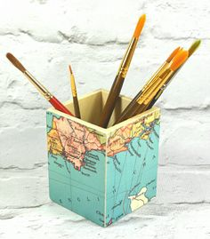 Custom Map Art Brush Pot, or Make Up Pot! *Choose your favourite location to feature on a Art Brush pot! ----------------------------------------- Measurements: Width: 7.5cm, Height: 9.5cm ----------------------------------------- UK : tracked with a 2/3 business day courier, option to upgrade t