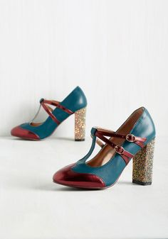 Strut in the World Heel in Ocean