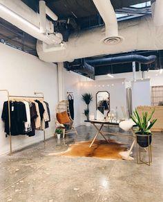 Clothing Store Interior, Clothing Store Design, Retail Clothing Racks, Clothing Storage, Boutique Decor, Boutique Design, Boutique Ideas, Wall Mounted Clothing Rack, Rolling Rack
