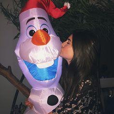 eu e o olaf (acho que esse é o nome dele ) esperamos que você tenha tido um ótimo natal hahahahah amo vocês